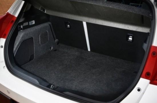 Багажное отделение Toyota Auris