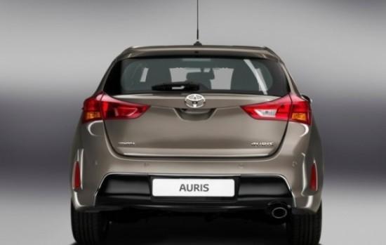 Toyota Auris фото сзади