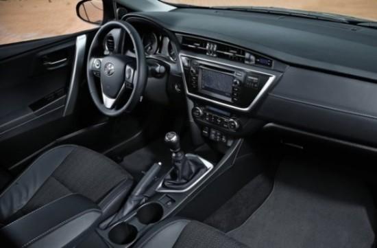 Toyota Auris фото салона