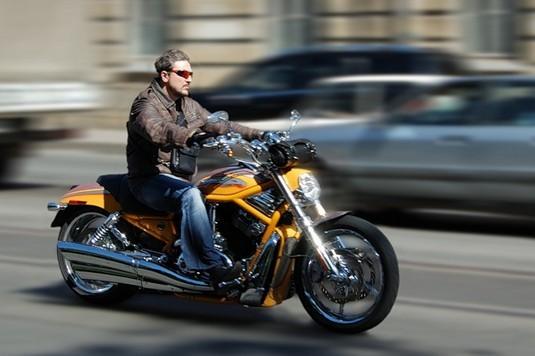 Мотоциклисты лучше водят автомобили