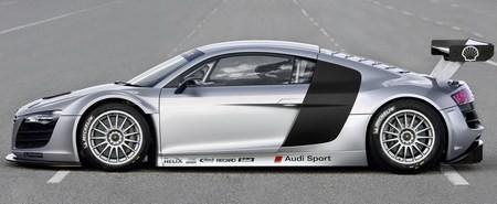 Audi R8 GT3 фото сбоку