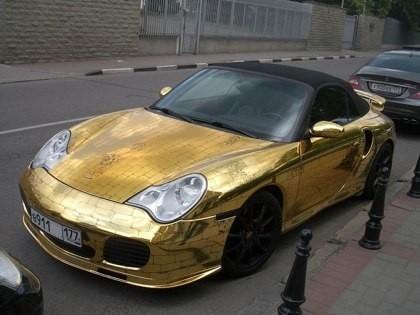Золотой Porsche 911