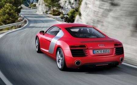 Audi R8 красный фото сзади