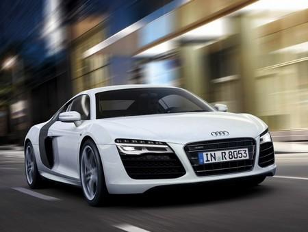 Audi R8 белый