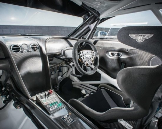 Гоночный Bentley Continental фото салона