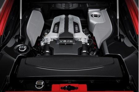 Audi R8 красный Мотор