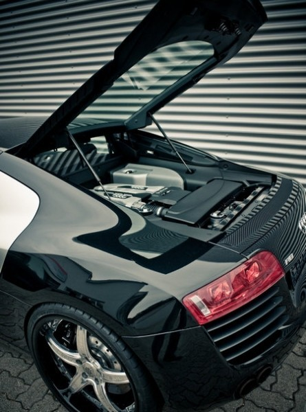Двигатель Audi R8