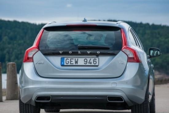Volvo V60 фото сзади