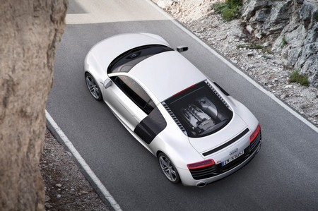 Audi R8 белый фото сверху