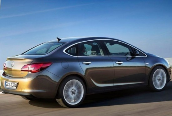 Фото сбоку Opel Astra седан