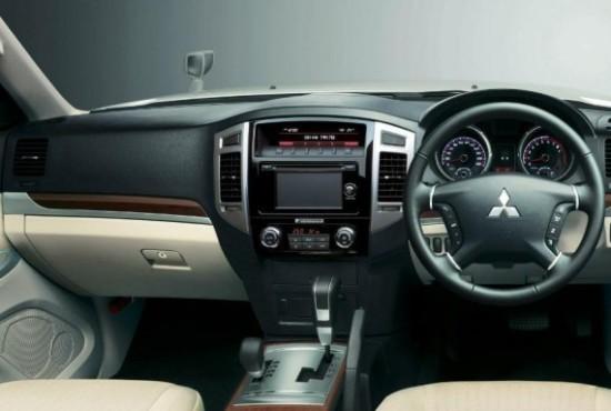Mitsubishi Pajero салон