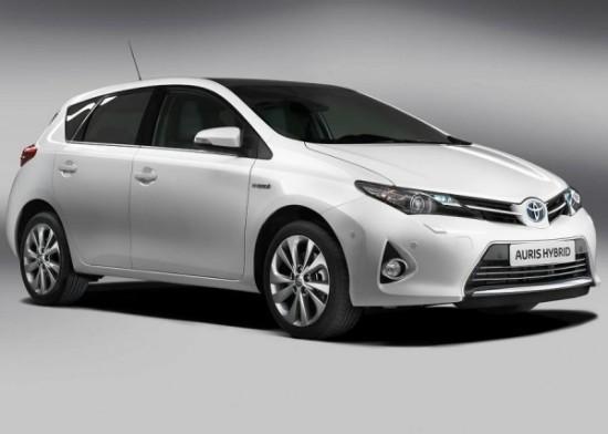 Toyota Auris белый фото сбоку