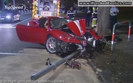 разбитый спорткар 3