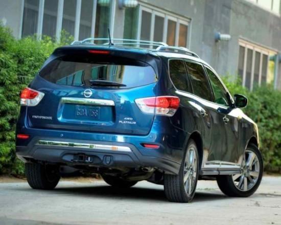 Nissan Pathfinder фото задние фонари