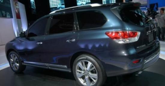 Nissan Pathfinder фото сбоку