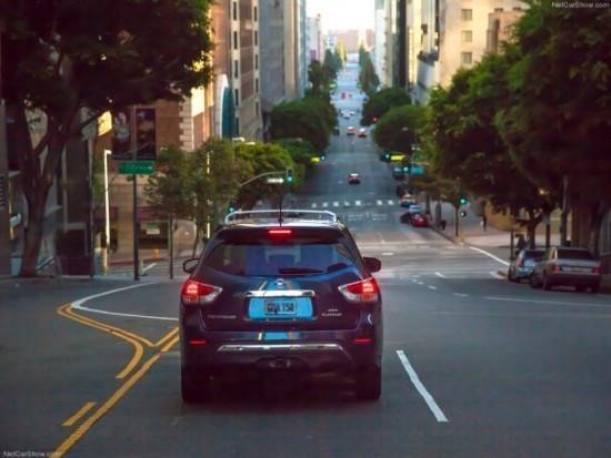 Nissan Pathfinder фото сзади