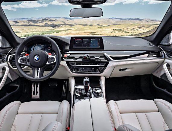BMW M5 F90 фото салона